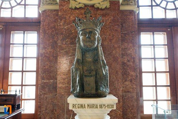 statuie-cu-regina-maria-sala-unirii-1-decembrie-1918-din-alba-iulia-judetul-alba.jpg