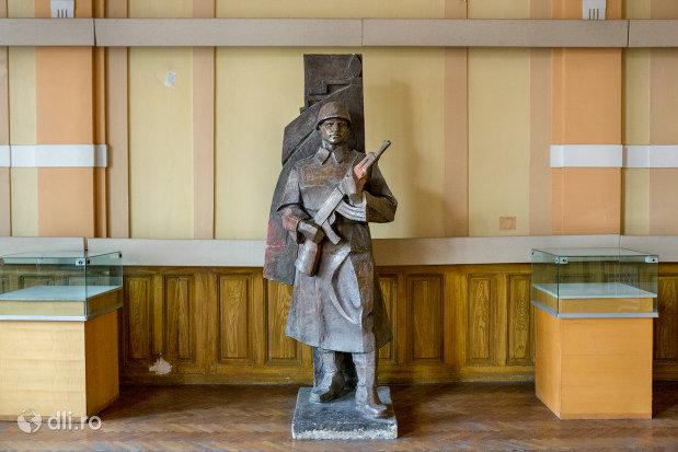 statuie-cu-soldat-din-muzeul-militar-din-oradea-judetul-bihor.jpg