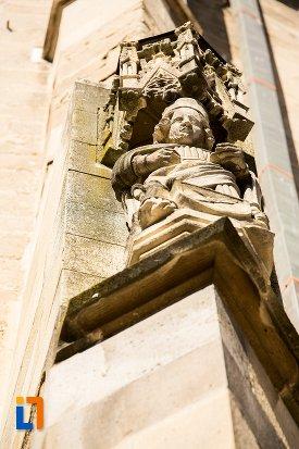 statuie-de-la-biserica-neagra-1383-1477-din-brasov-judetul-brasov-vazuta-de-jos.jpg