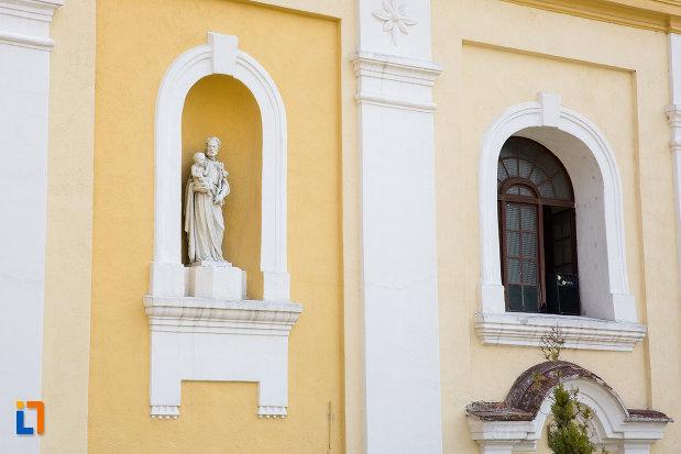 statuie-de-la-biserica-romano-catolica-din-oravita-judetul-caras-severin.jpg