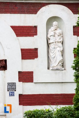 statuie-de-la-biserica-romano-catolica-sf-francisc-de-assisi-din-targoviste-judetul-dambovita.jpg