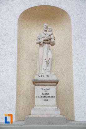statuie-de-la-biserica-romano-catolica-sf-ioan-nepomuc-din-suceava-judetul-suceava.jpg