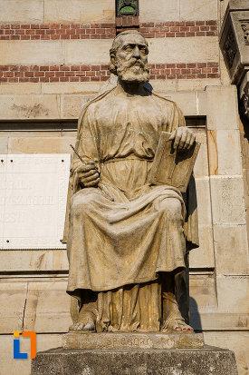 statuie-de-la-catedrala-sf-ioan-botezatorul-din-ploiesti-judetul-prahova.jpg