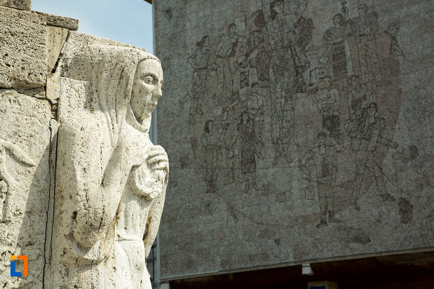 statuie-de-la-mausoleul-eroinei-ecaterina-teodoroiu-din-targu-jiu.jpg