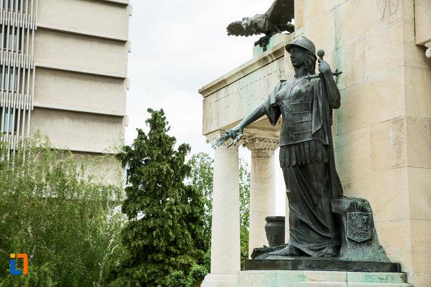 statuie-de-la-monumentul-eroilor-din-primul-razboi-mondial-din-drobeta-turnu-severin-judetul-mehedinti.jpg