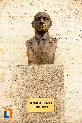 statuie-de-la-teatru-alexandru-davila-din-pitesti-judetul-arges.jpg