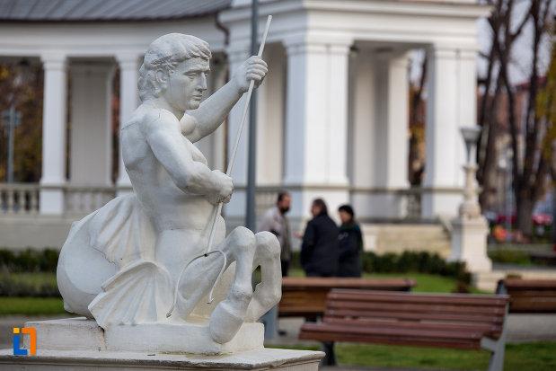 statuie-de-langa-vechiul-casino-din-cluj-napoca-judetul-cluj.jpg