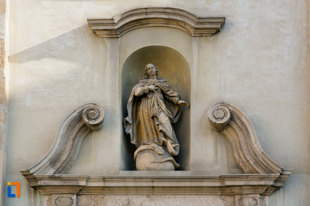 statuie-de-pe-biserica-franciscana-din-cluj-napoca-judetul-cluj.jpg