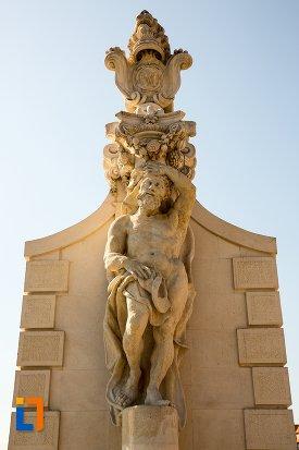 statuie-de-pe-poarta-a-ii-a-a-cetatii-din-alba-iulia-judetul-alba.jpg
