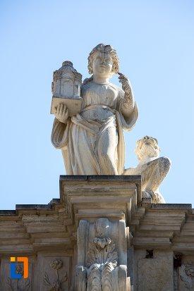 statuie-de-pe-poarta-a-iii-a-a-cetatii-din-alba-iulia-judetul-alba.jpg