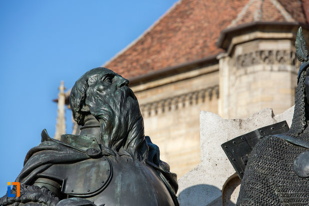 statuie-din-ansamblul-statuia-lui-matei-corvin-din-cluj-napoca-judetul-cluj.jpg