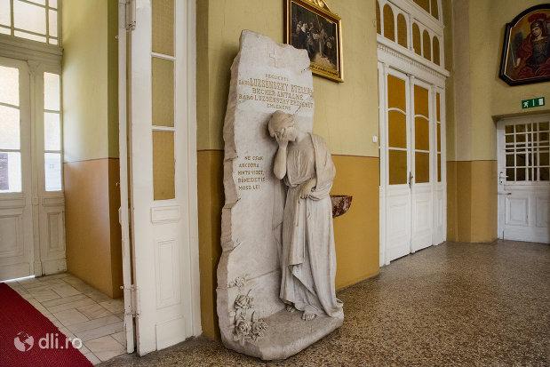 statuie-din-biserica-romano-catolica-coborarea-sfantului-duh-din-oradea-judetul-bihor.jpg