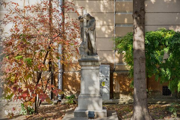 statuie-din-curte-biserica-romano-catolica-coborarea-sfantului-duh-din-oradea-judetul-bihor.jpg