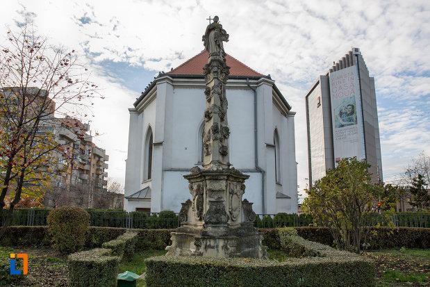 statuie-din-curte-biserica-romano-catolica-sf-pertu-din-cluj-napoca-judetul-cluj.jpg
