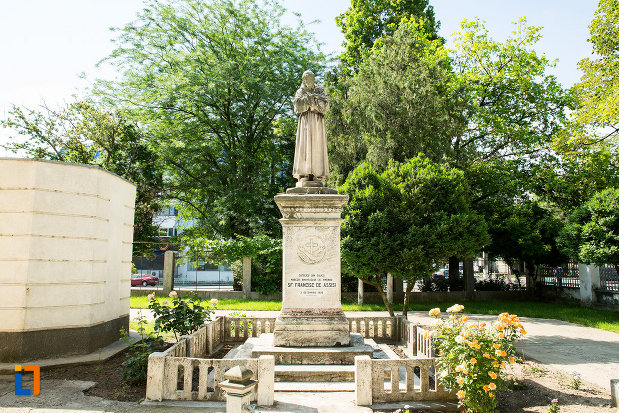 statuie-din-curte-de-la-biserica-romano-catolica-din-galati-judetul-galati.jpg