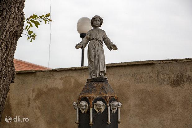 statuie-din-curtea-bisericii-romano-catolice-sf-anton-din-oradea-judetul-bihor.jpg