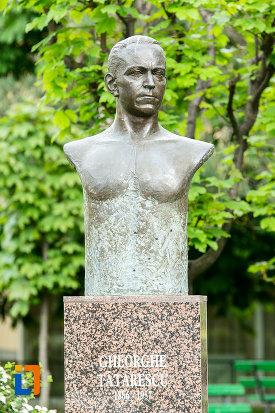 statuie-din-grupul-busturile-lui-george-si-arethia-tatarescu-din-targu-jiu-judetul-gorj.jpg