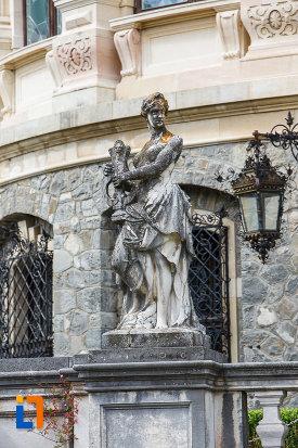 statuie-din-marmura-castelul-peles-din-sinaia-judetul-prahova.jpg