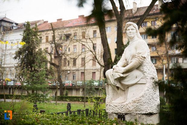 statuie-din-parcul-mihai-eminescu-din-arad-judetul-arad.jpg