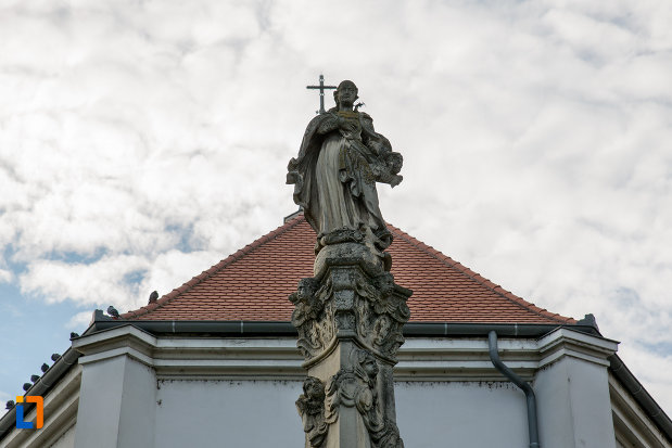 statuie-exterioara-biserica-romano-catolica-sf-pertu-din-cluj-napoca-judetul-cluj.jpg