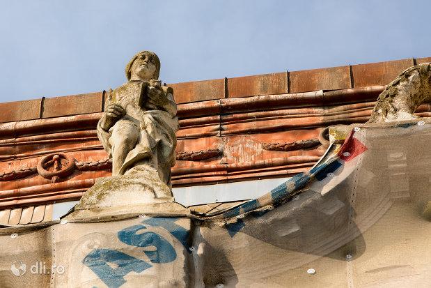 statuie-exterioara-palatul-apollo-din-oradea-judetul-bihor.jpg