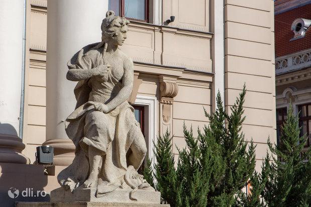 statuie-exterioara-teatrul-de-stat-din-oradea-judetul-bihor.jpg