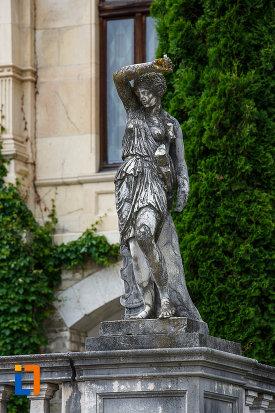 statuie-feminina-de-la-castelul-peles-din-sinaia-judetul-prahova.jpg