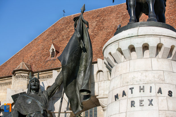 statuie-inscriptie-de-la-statuia-lui-matei-corvin-din-cluj-napoca-judetul-cluj.jpg