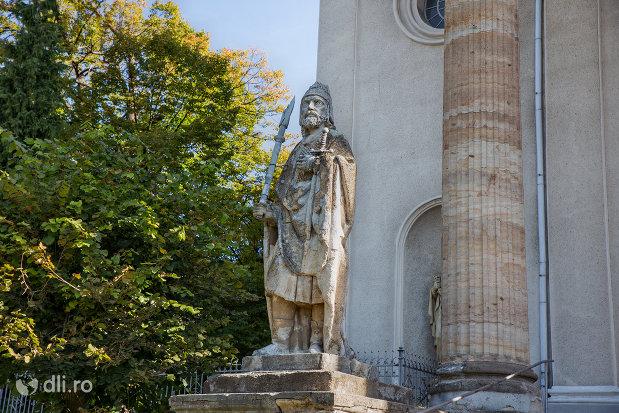 statuie-langa-biserica-romano-catolica-din-baia-sprie-judetul-maramures.jpg