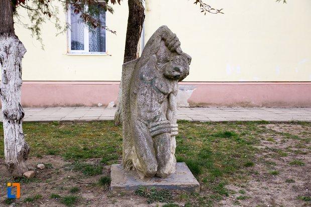 statuie-leii-funerari-din-ocna-mures-judetul-alba-2.jpg