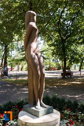 statuie-nud-din-braila-judetul-braila-vazuta-din-lateral.jpg