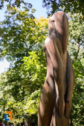 statuie-nud-din-braila-judetul-braila-vazuta-din-spate.jpg