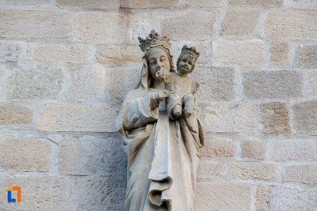 statuie-pe-biserica-romano-catolica-calvaria-din-cluj-napoca-judetul-cluj.jpg
