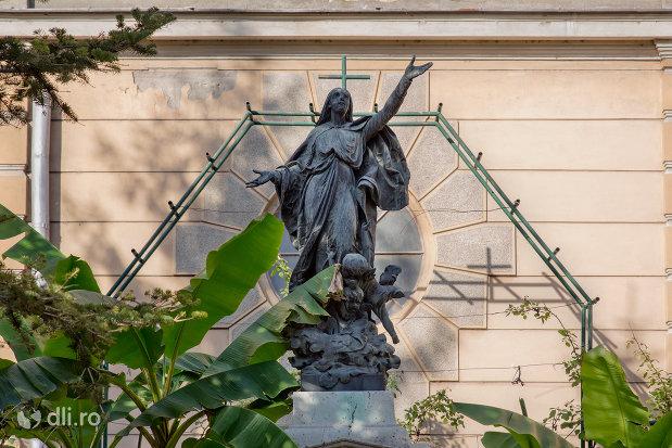 statuie-sfanta-biserica-romano-catolica-coborarea-sfantului-duh-din-oradea-judetul-bihor.jpg