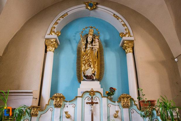statuie-si-bolta-din-biserica-franciscana-din-cluj-napoca-judetul-cluj.jpg