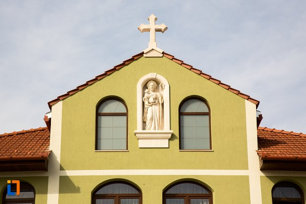 statuie-si-cruce-de-la-parohia-evanghelica-din-alba-iulia-judetul-alba.jpg