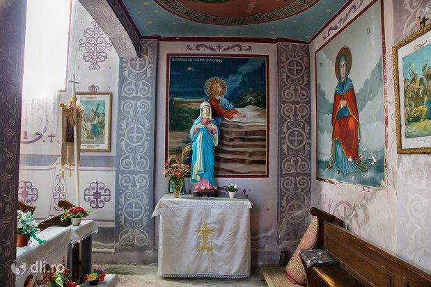 statuie-si-pictura-din-biserica-sf-arhangheli-mihail-si-gavril-din-viile-satu-mare-judetul-satu-mare.jpg