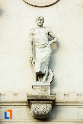 statuie-situata-pe-palatul-administrativ-prefectura-judetului-galati.jpg