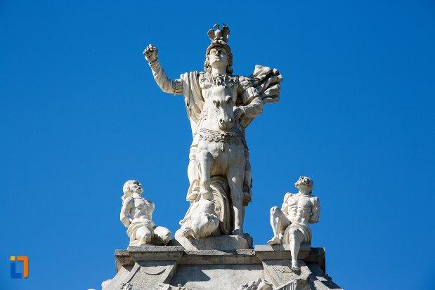 statuile-centrale-de-la-poarta-a-iii-a-a-cetatii-din-alba-iulia-judetul-alba.jpg