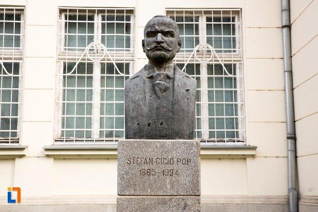 stefan-cicio-pop-grup-statuar-in-fata-salii-unirii-din-alba-iulia-judetul-alba.jpg