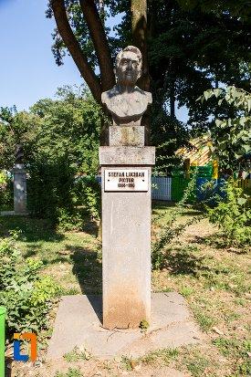 stefan-luchian-grupul-statuar-din-parcul-mihai-eminescu-din-botosani-judetul-botosani.jpg