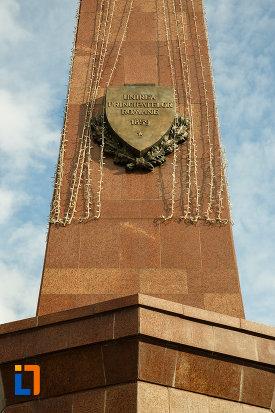 stema-aflata-pe-obeliscul-unirii-din-focsani-judetul-vrancea.jpg