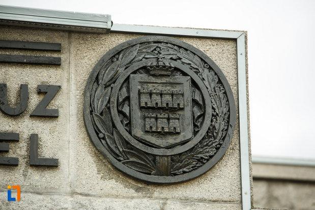 stema-cu-bastioane-mausoleul-eroilor-din-1916-1919-de-la-marasesti-judetul-vrancea.jpg