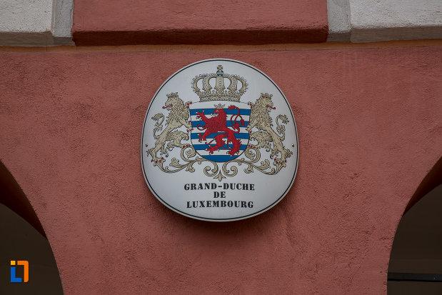 stema-de-pe-casa-azi-centrul-cultural-al-luxemburgului-din-sibiu-judetul-sibiu.jpg