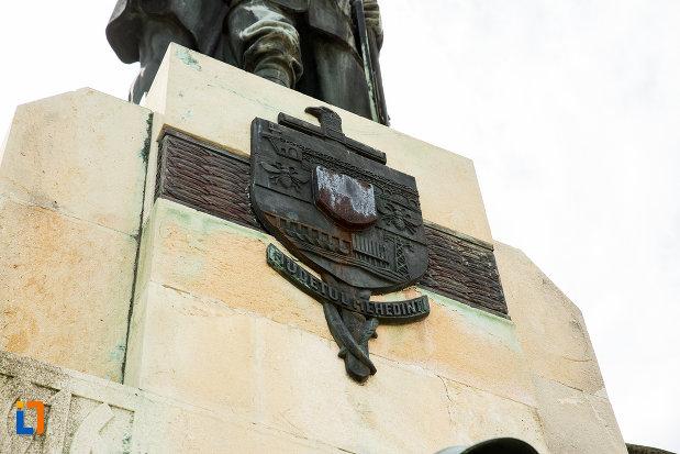 stema-de-pe-monumentul-eroilor-din-primul-razboi-mondial-din-drobeta-turnu-severin-judetul-mehedinti.jpg
