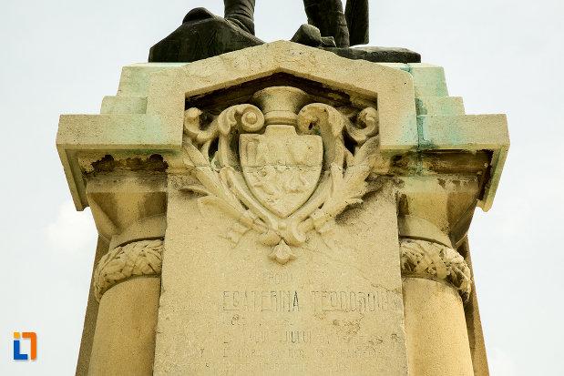 stema-de-pe-statuia-ecaterina-teodoroiu-din-slatina-judetul-olt.jpg