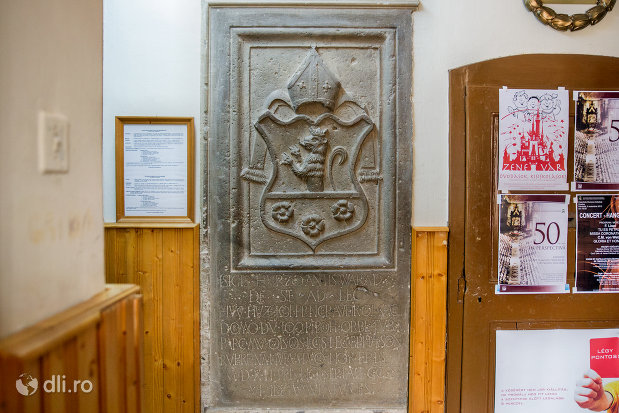 stema-din-bazilica-romano-catolica-din-oradea-judetul-bihor.jpg