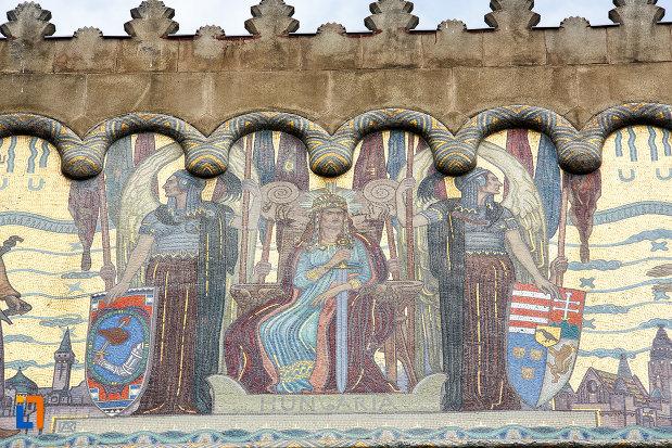 stema-si-alte-detalii-de-la-palatul-culturii-filarmonica-biblioteca-si-muzeul-de-arta-din-targu-mures-judetul-mures.jpg