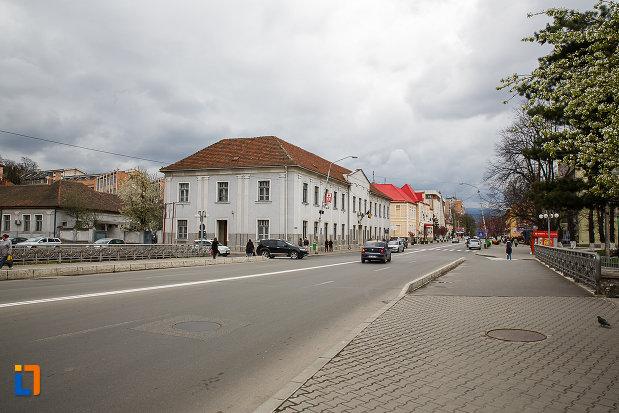 strada-aflata-in-centrul-istoric-din-petrosani-judetul-hunedoara.jpg