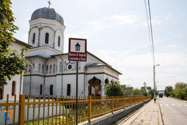 strada-cu-biserica-sf-imparati-constantin-si-elena-din-cernavoda-judetul-constanta.jpg